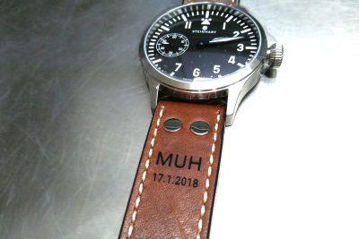 Armbanduhr mit Gravur Ledergravur