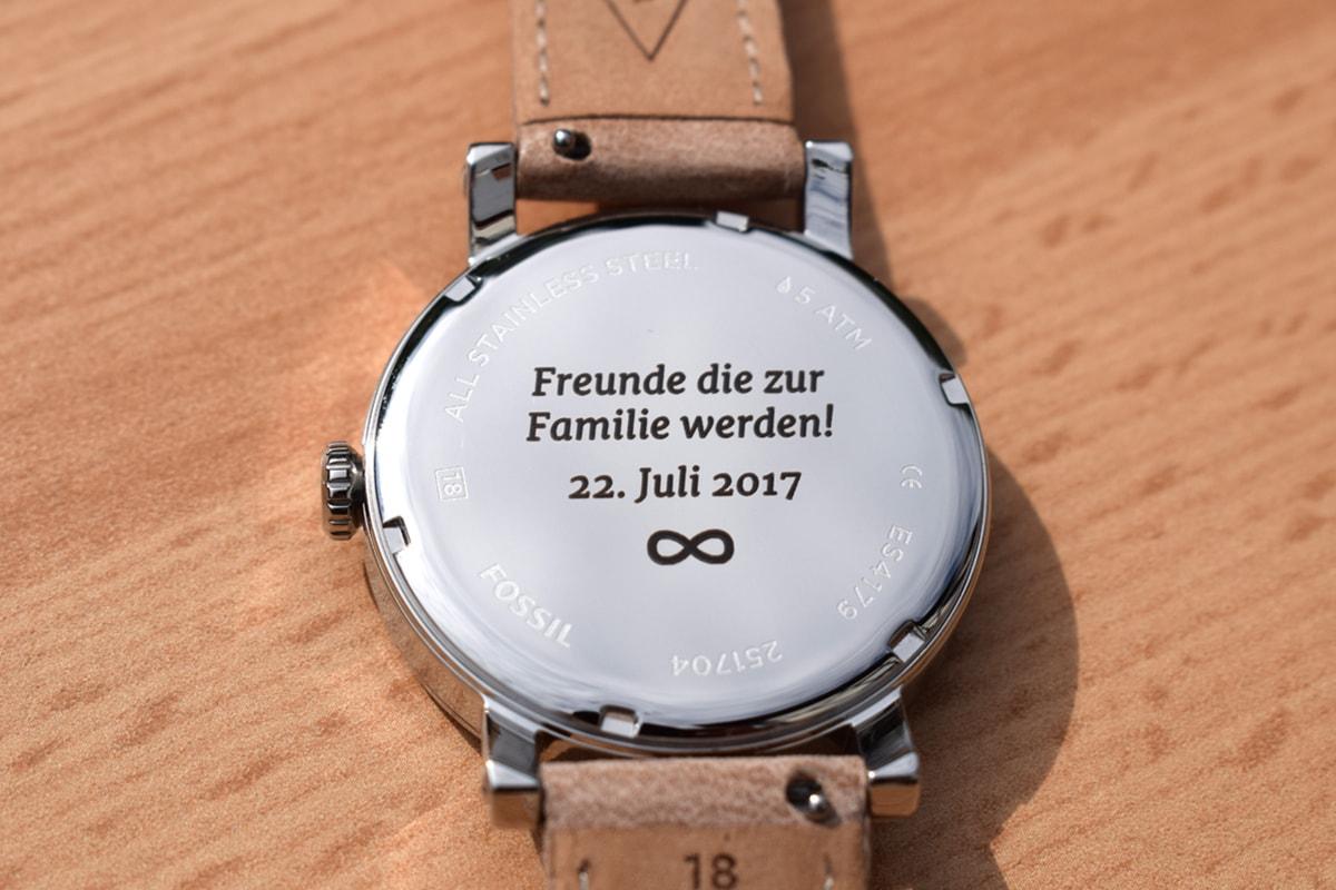 Armbanduhr mit Gravur individualisieren