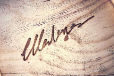 Eigene Handschrift als Gravur auf Holz