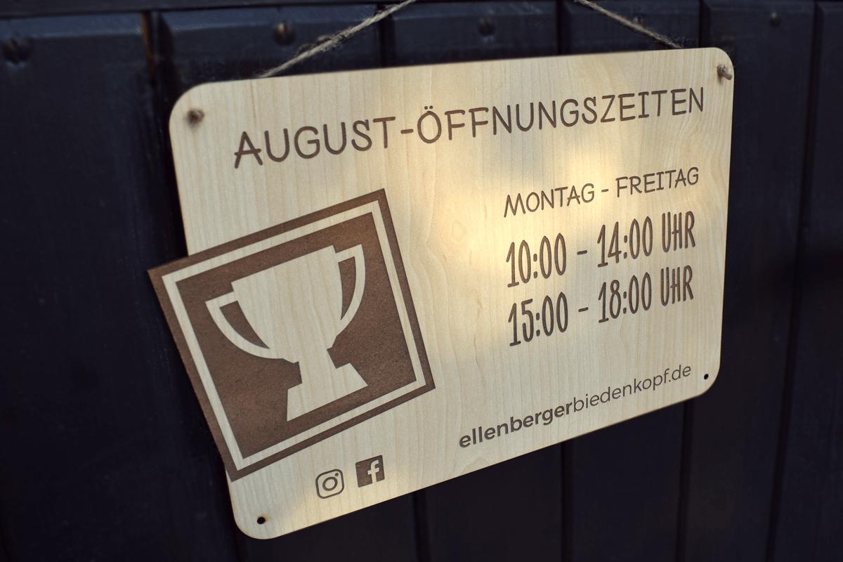 Öffnungszeiten Holzschild